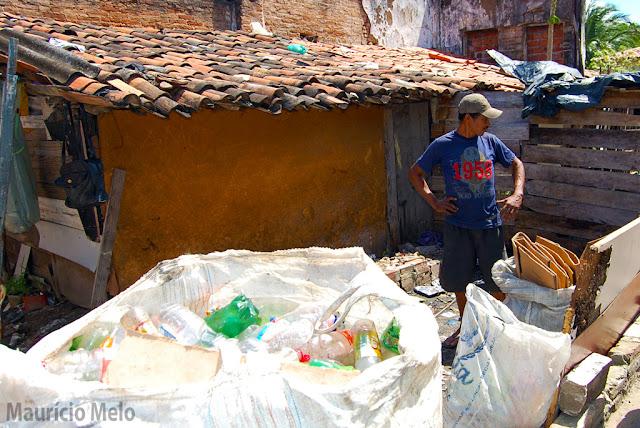 O refugo que vira casa: catador vive da sucata que colhe nas ruas (crédito: Maurício Melo)