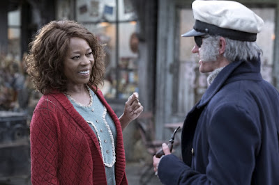Lemony Snicket's A Series of Unfortunate Events Netflix Alfre Woodard and Neil Patrick Harris Image (22)