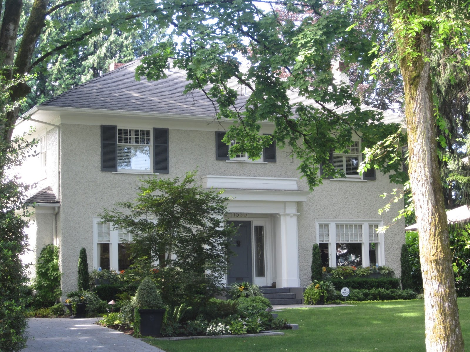 haus design eye on vancouver beautiful homes. Black Bedroom Furniture Sets. Home Design Ideas