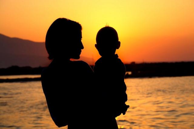 Con hãy tự hào vì là con của Mẹ. Một người mẹ đơn thân !