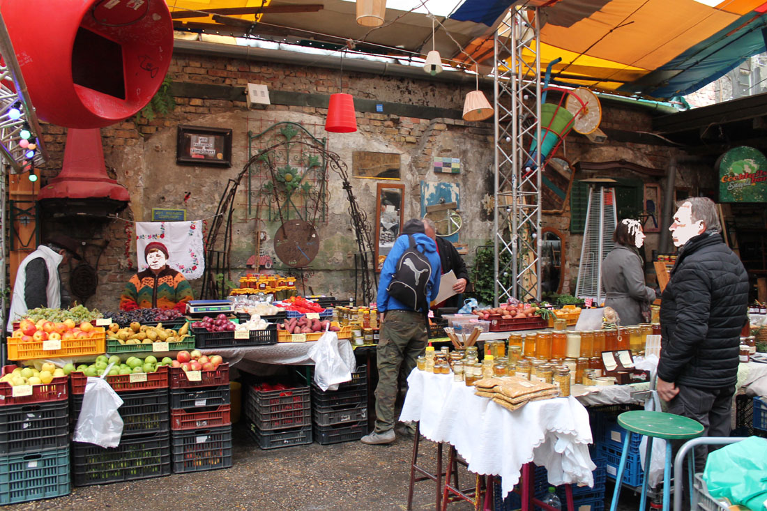 Il mercato a Szimpla Kert