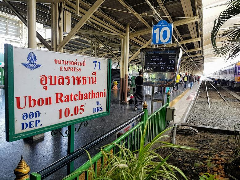 出發前往搭乘的火車月台