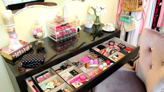 Makeup-Vanity-Table-with-Ample-Storage 20 Unbelievable Make-up Self-importance Desk Concepts Interior