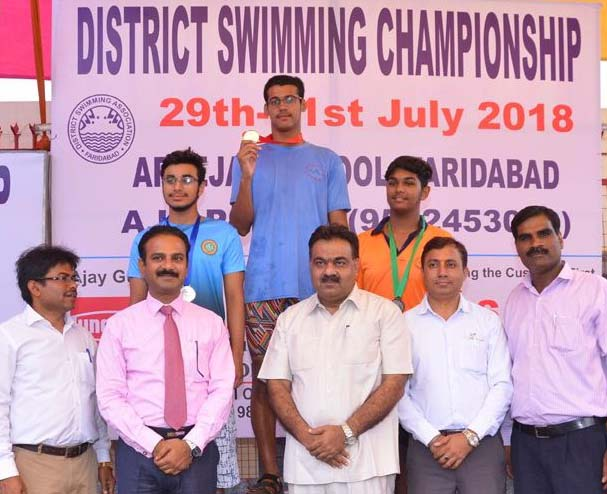 Sports Council Vice President Deep Bhatia honors the winners of swimming competition