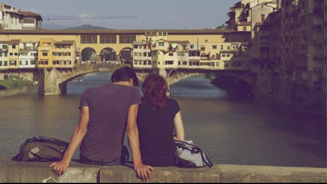 Ternyata Jatuh Cinta Bikin Anda Jadi Lebih Sering Belanja