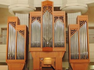 コンサートホールのパイプオルガン