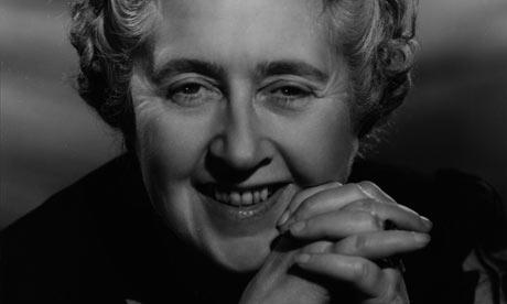 La escritora británica Agatha Christie.
