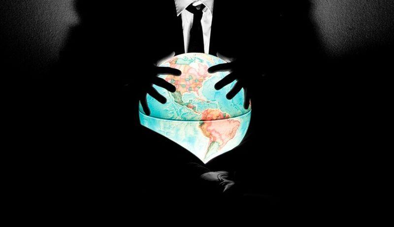 O preço da ignorância para a agenda da Nova Ordem Mundial pode ser muito caro. A elite governante psicópata possui bancos, armas, ouro, drogas e petróleo, enquanto tem os políticos, a polícia, os militares e os meios de comunicação de massa, etc.