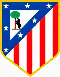 El escudo del Atlético de Madrid está dividido en diagonal. En la parte superior figura el oso y el mdroño, símbolo de Madrid, enmarcado con banda azul con siete estrellas. En la parte inferior, las franjas verticales rojas y blancas que son los colores del equipo.