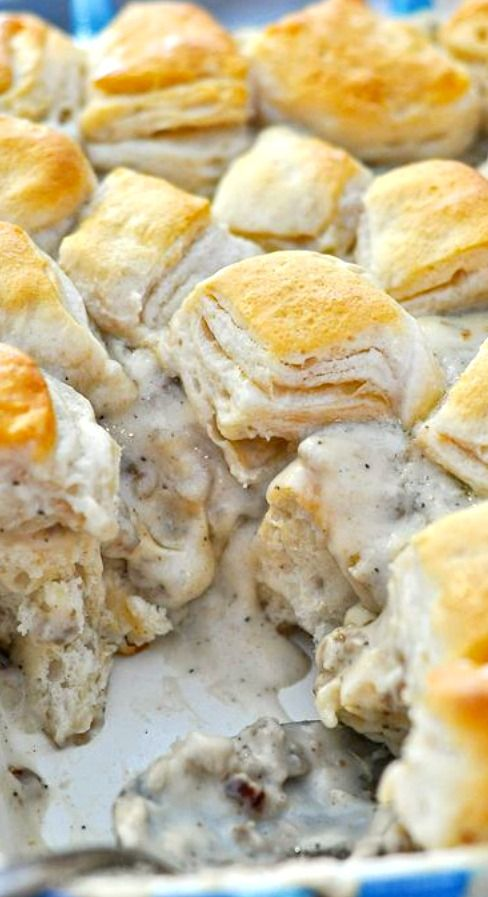 Biscuits and Gravy Casserole #biscuit #biscuitrecipes #gravycasserole #easyrecipes #easycook
