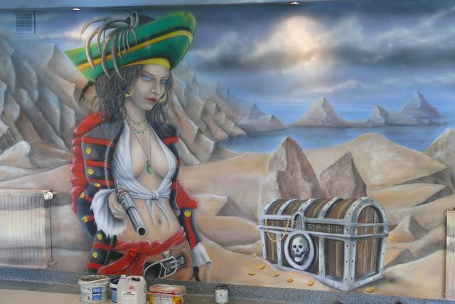 Mural ścienny wykonany w kręgielni, obraz malowany na ścianie o tematyce pirackiej