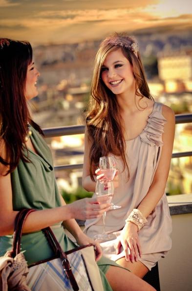 ... riguarda l abbigliamento. E  in grado di vestire perfettamente ogni  donna sia a lavoro che a una semplice passeggiata oppure per un occasione  speciale. 2e270e1c23d