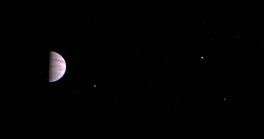 La sonda Juno tomó esta espectacular fotografía a 4.300 millones de km de Júpiter.