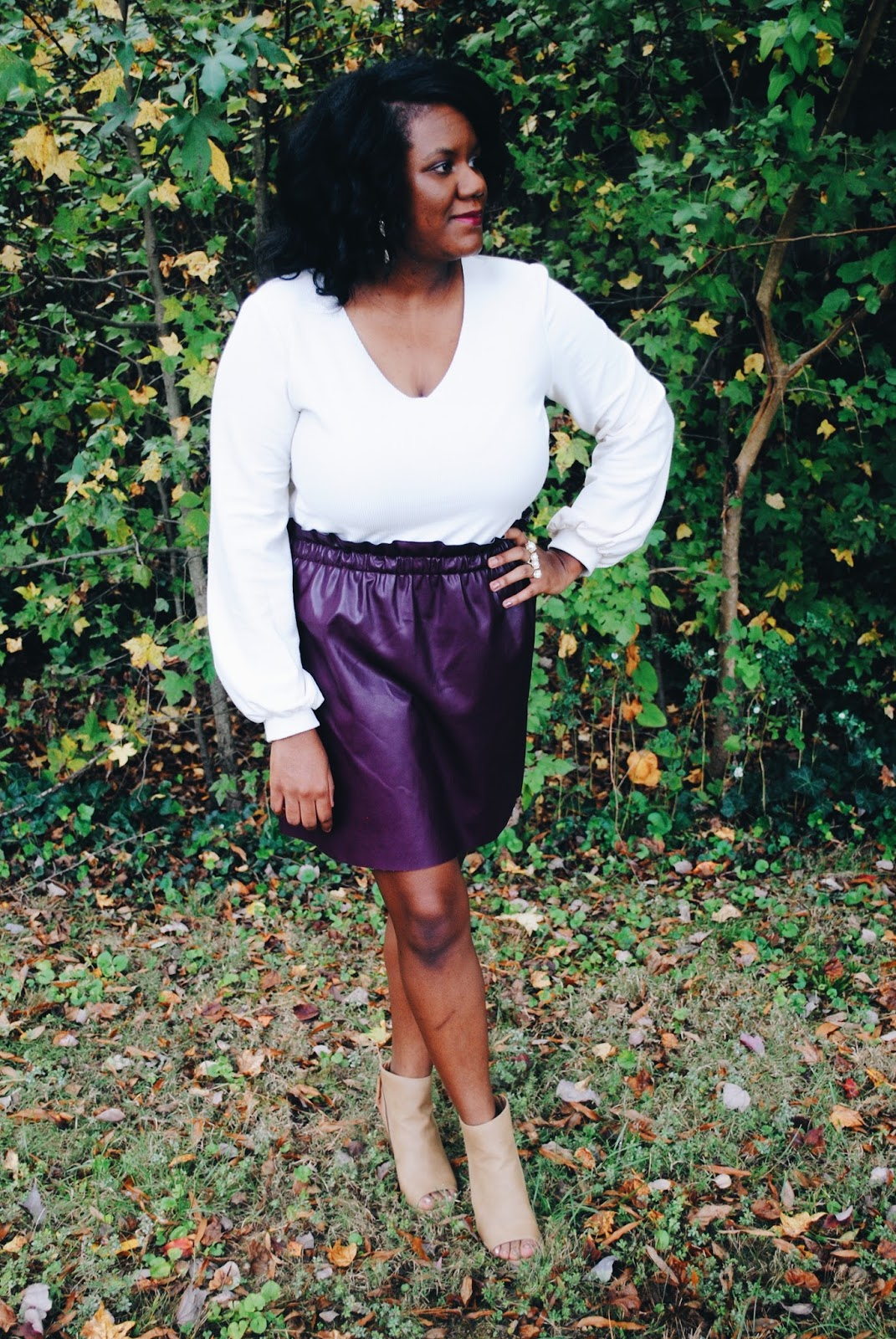 There are so many ways to add a little spice to your wardrobe, but all it takes is one piece to be the game changer. My game changer for this year is this faux leather skirt from Loft that I snagged during their fall sale. I don't know what attracted me to this piece, but I just know that I needed to add it to my closet. I've already got so many awesome outfits planned around this versatile piece that I can't wait to share with all of you. Until then in sharing the 5 reasons why you need a leather skirt in your wardrobe!