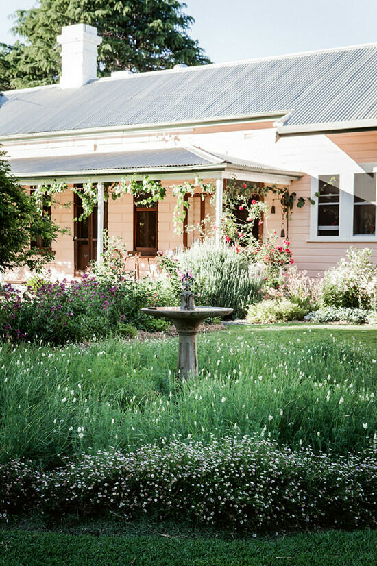 38 Homes That Turned Their Front Lawns Into Beautiful: Lamb & Blonde: A Country Cottage In Australia