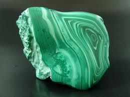 Resultado de imagem para MALAQUITA É A PEDRA QUE PRODUZ ALEGRIA DE VIVER - O Poder das Pedras Verdes - Malaquita