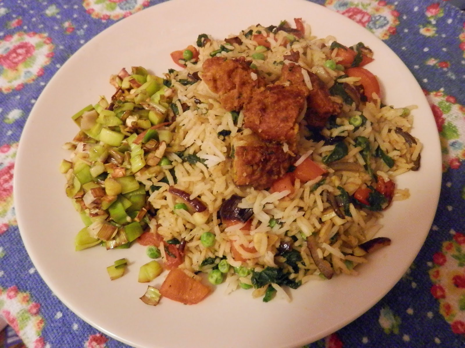 Vegan stir fry with onion bhaji and sauteed leeks.  secondhandsusie.blogspot.co.uk