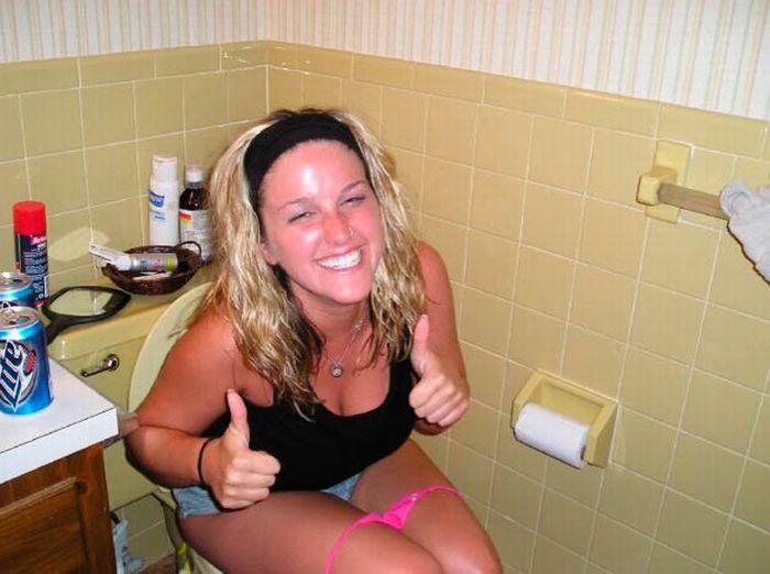 стал нескольку девушки описали подружку в туалете настоящее время