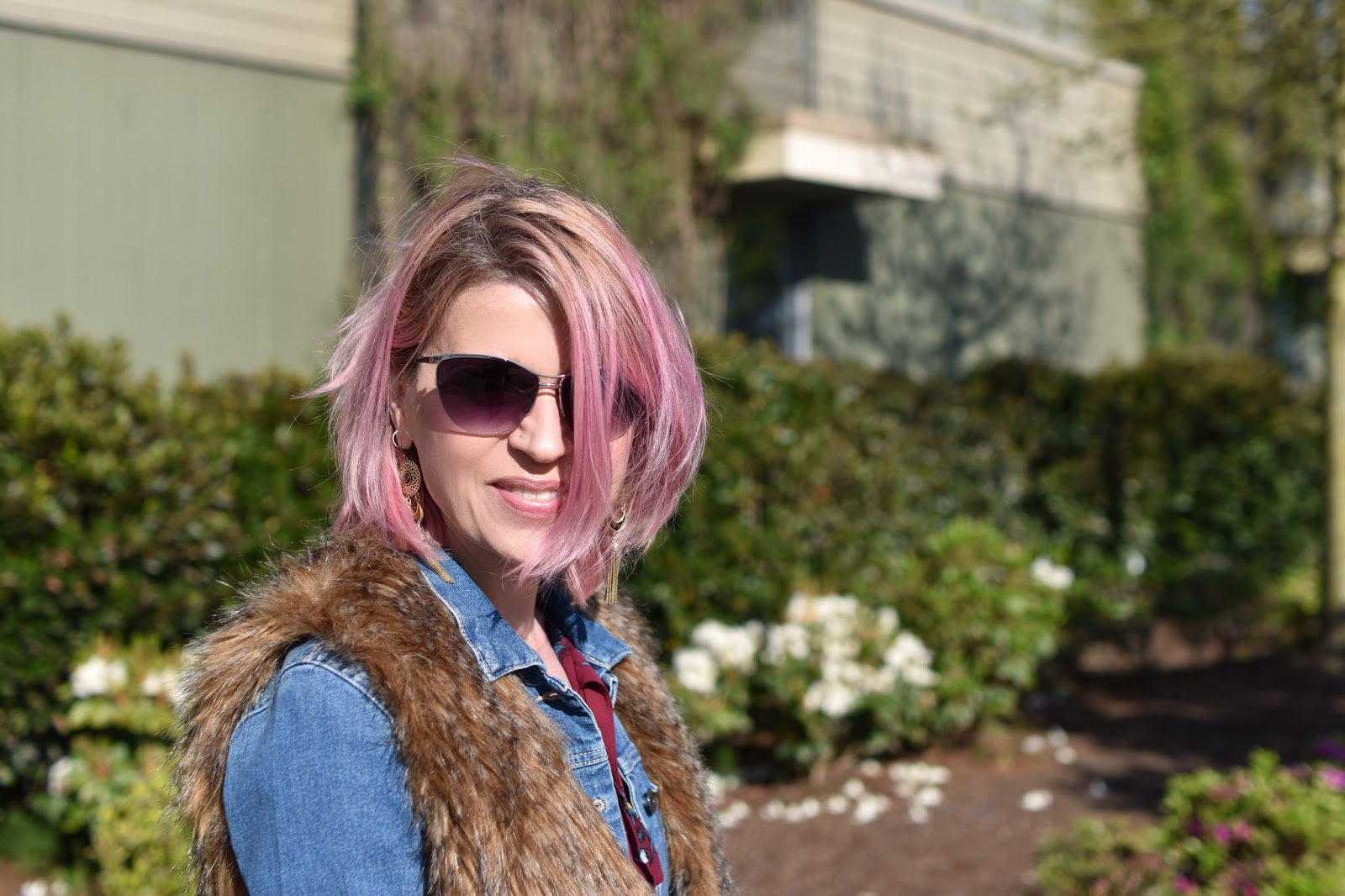 Monika Faulkner outfit inspiration - denim jacket, faux-fur vest, sunglasses