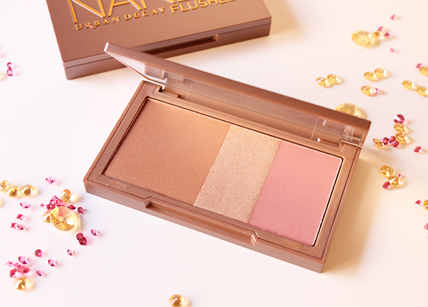 Naked Flushed: bronzer + iluminador + colorete