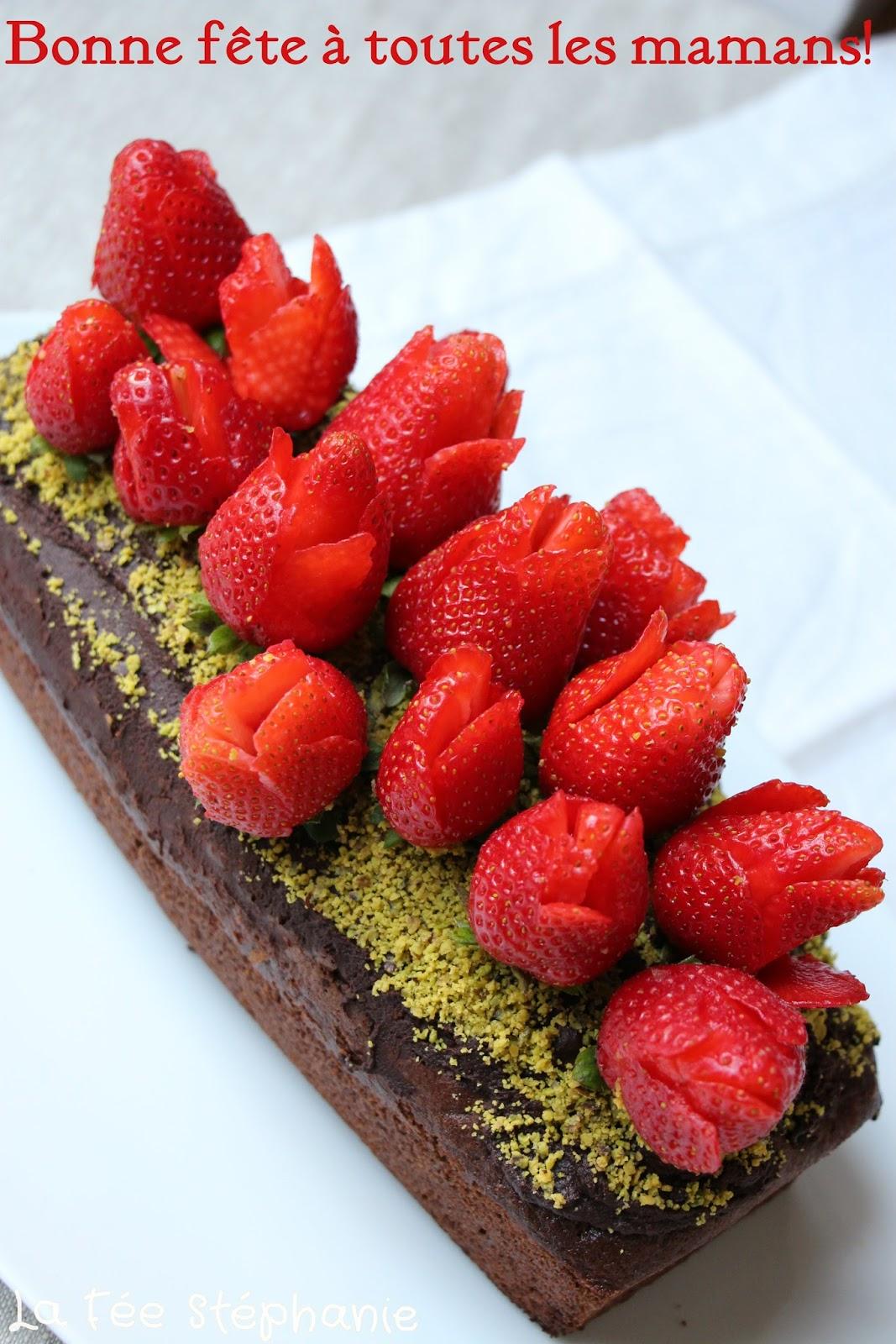 Nouvel Bouquet de fraises pour la fête des mères sur un délicieux gâteau EH-72