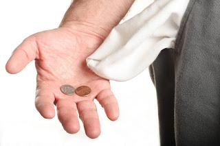 Resultado de imagem para Servidores públicos sem dinheiro