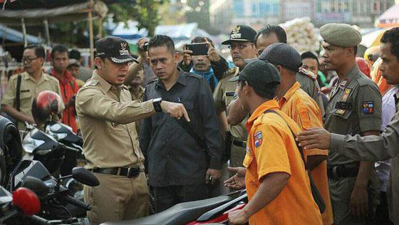 Video Wali Kota Bogor Bima Arya Tendang Motor yang Parkir Sembarangan Jadi Viral