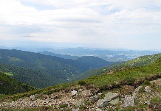 Widok w stronę Gór Choczańskich (słow. Chočské vrchy).