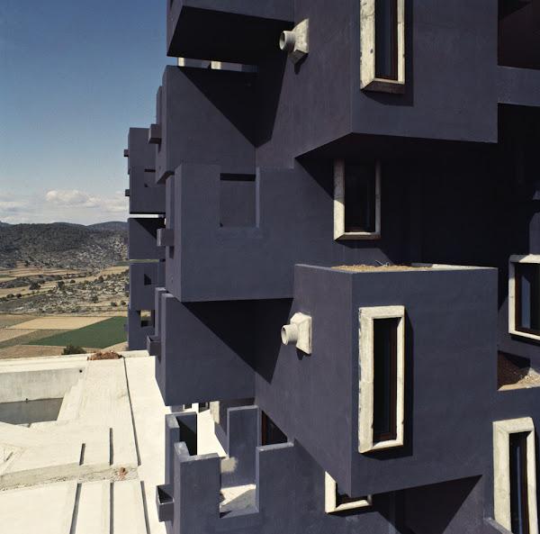 Sitges / Sant Pere de Ribes (Barcelona) - Kafka´s Castle - Résidence  Architecte: Ricardo Bofill, Taller de Arquitectura  Construction: 1968