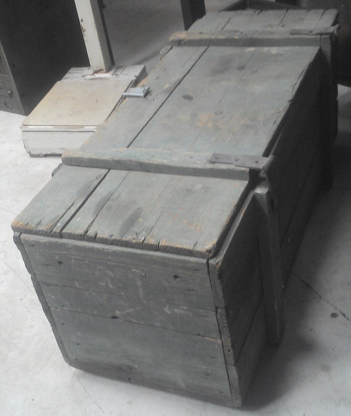 caisse en metal caisse metal rosycabroc design industriel caisses en m tal d 39 atelier. Black Bedroom Furniture Sets. Home Design Ideas