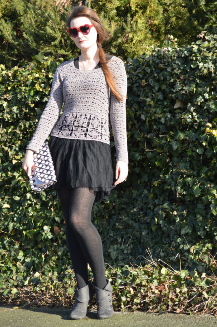 grey, ootd, outfit, fashion, blogger, style, georgiana, quaint, quaintrelle, crochet, secondhand, diy, handmade, tulle skirt, H&M, CCC, heart shaped glasses