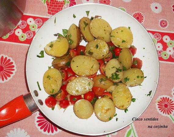 Batatas salteadas com pimentos, tomate e cebola- aproveitamento de sobras