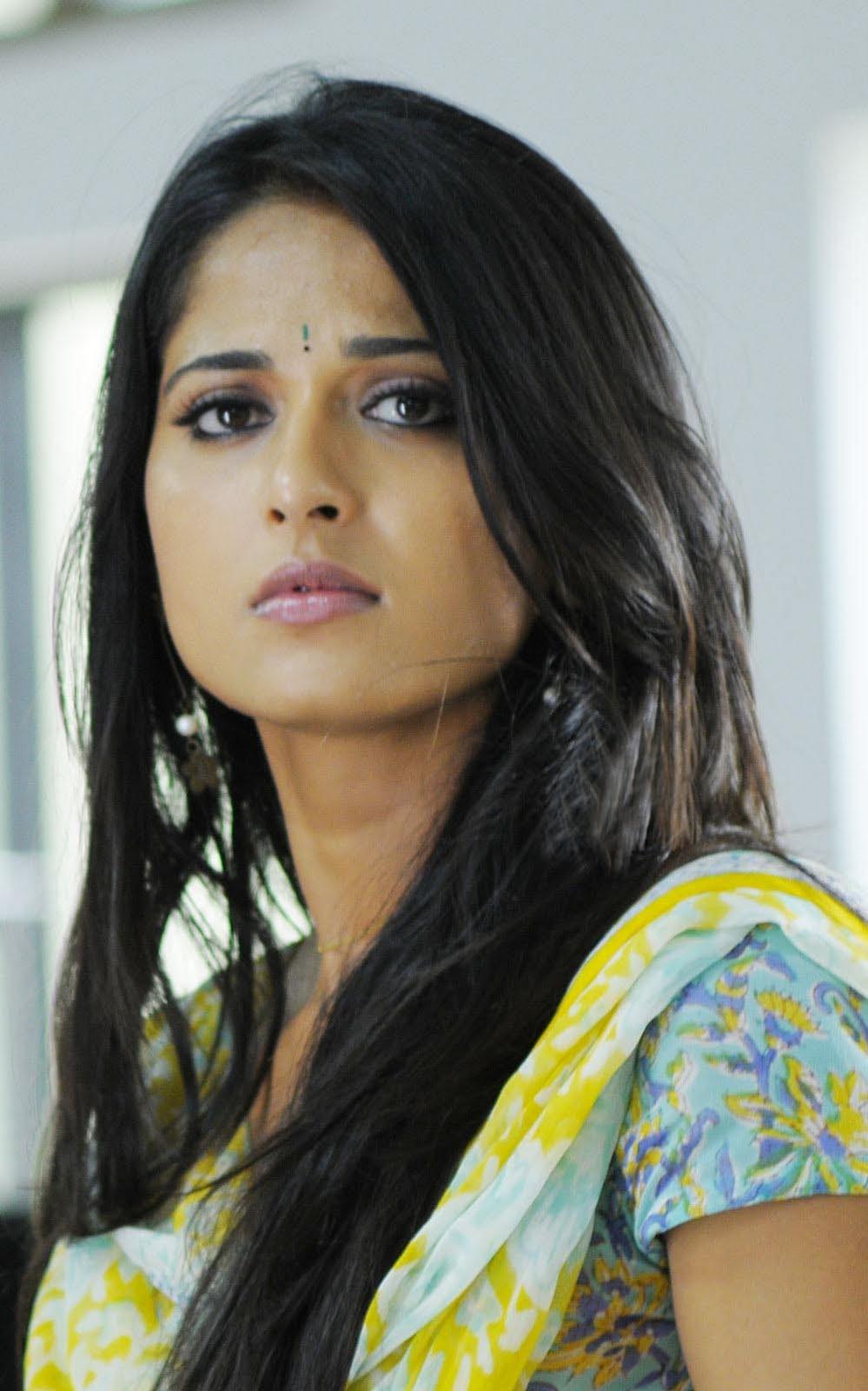 Anushka shetty anushka shetty hot stills pictures beautiful pictures - Anushka Shetty Beautiful Photos In Yellow Dress