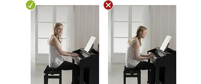 Tư thế ngồi học piano đúng và sai