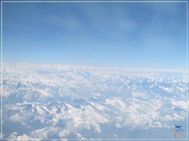 Sobrevoando a Cordilheira dos Himalaias