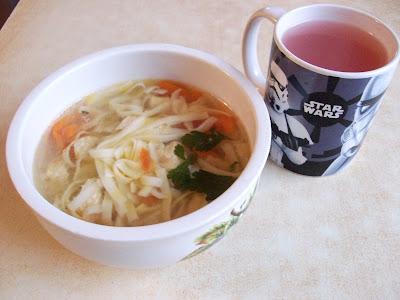 Куриный суп с лапшой и малиновый кисель