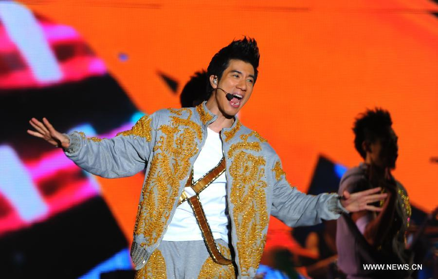 China Entertainment News: Singer Leehom Wang performs solo
