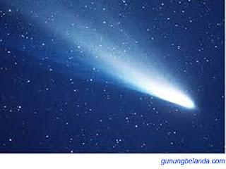 Apakah Komet Halley Muncul Setiap 50 Tahun Sekali