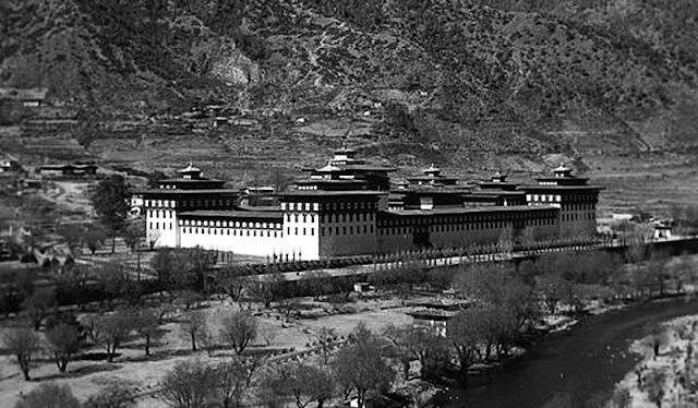 Gambar Tashichoedzong, Thimphu pusat pemerintahan Bhutan