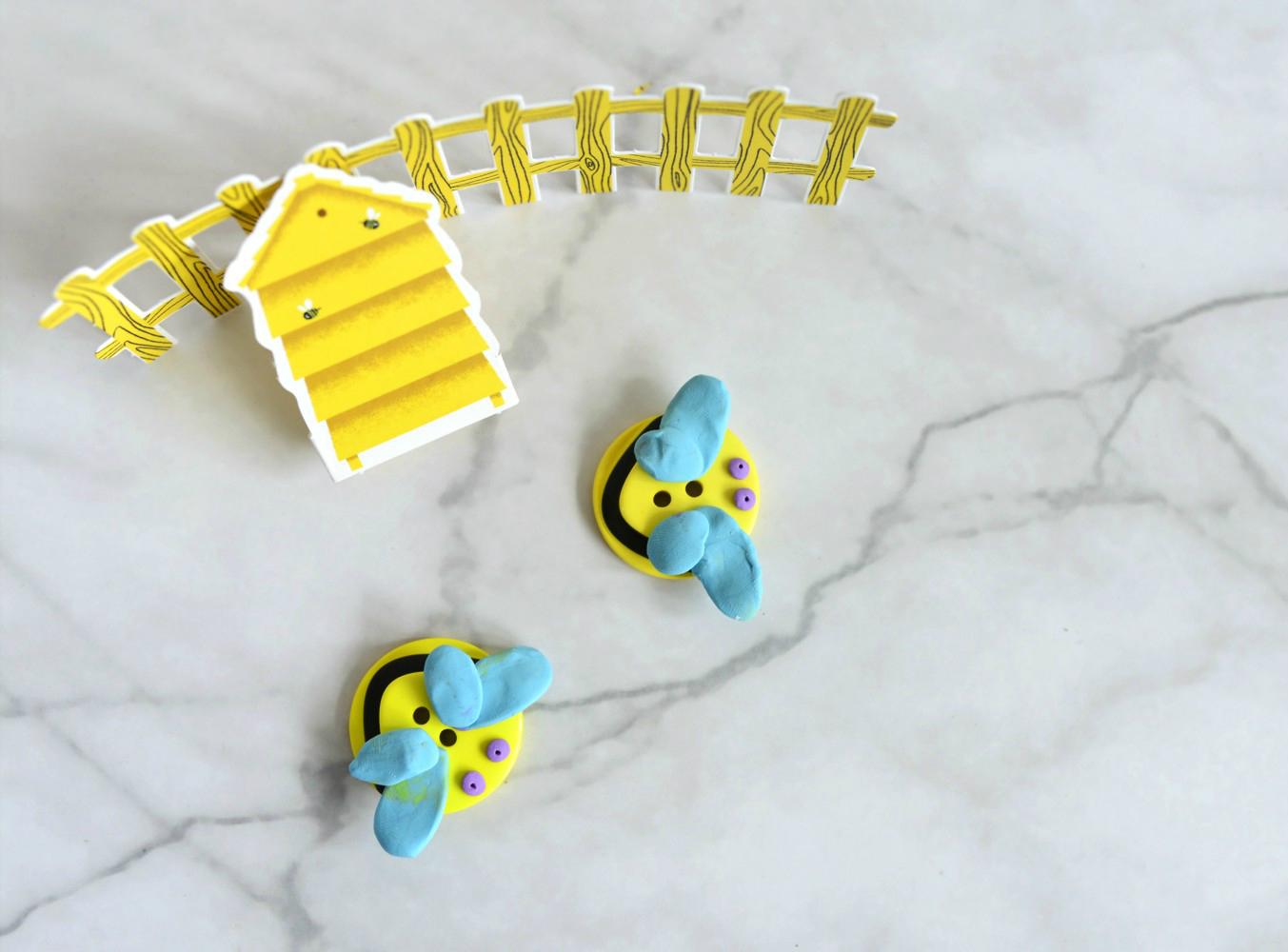 DIY: pszczółki z plasteliny i guzików