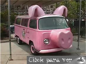 combi rosa en forma de cerdo