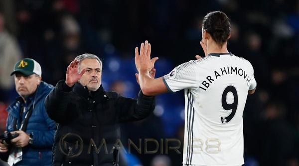 Jose Mourinho Tunggu Zlatan Ibrahimovic