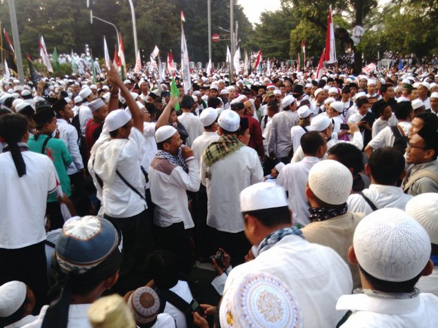 KRONOLOGI AKSI DAMAI UMAT ISLAM #AksiDamai411 Hingga Terjadi KERICUHAN, Siapa PROVOKATOR???