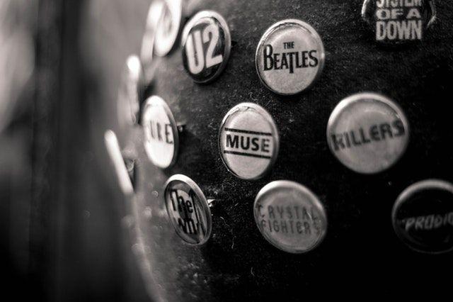 ロックバンドのバッヂ