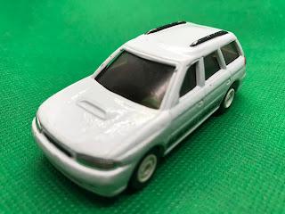 スバル レガシィ のおんぼろミニカーを斜め前から撮影