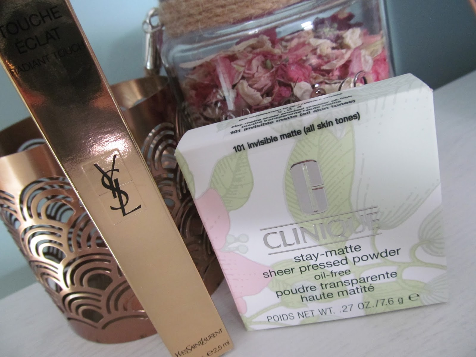 Stay-Matte Sheer Pressed Powder by Clinique #18