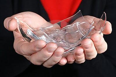 Bài học làm người vô giá từ những mảnh vỡ thủy tinh