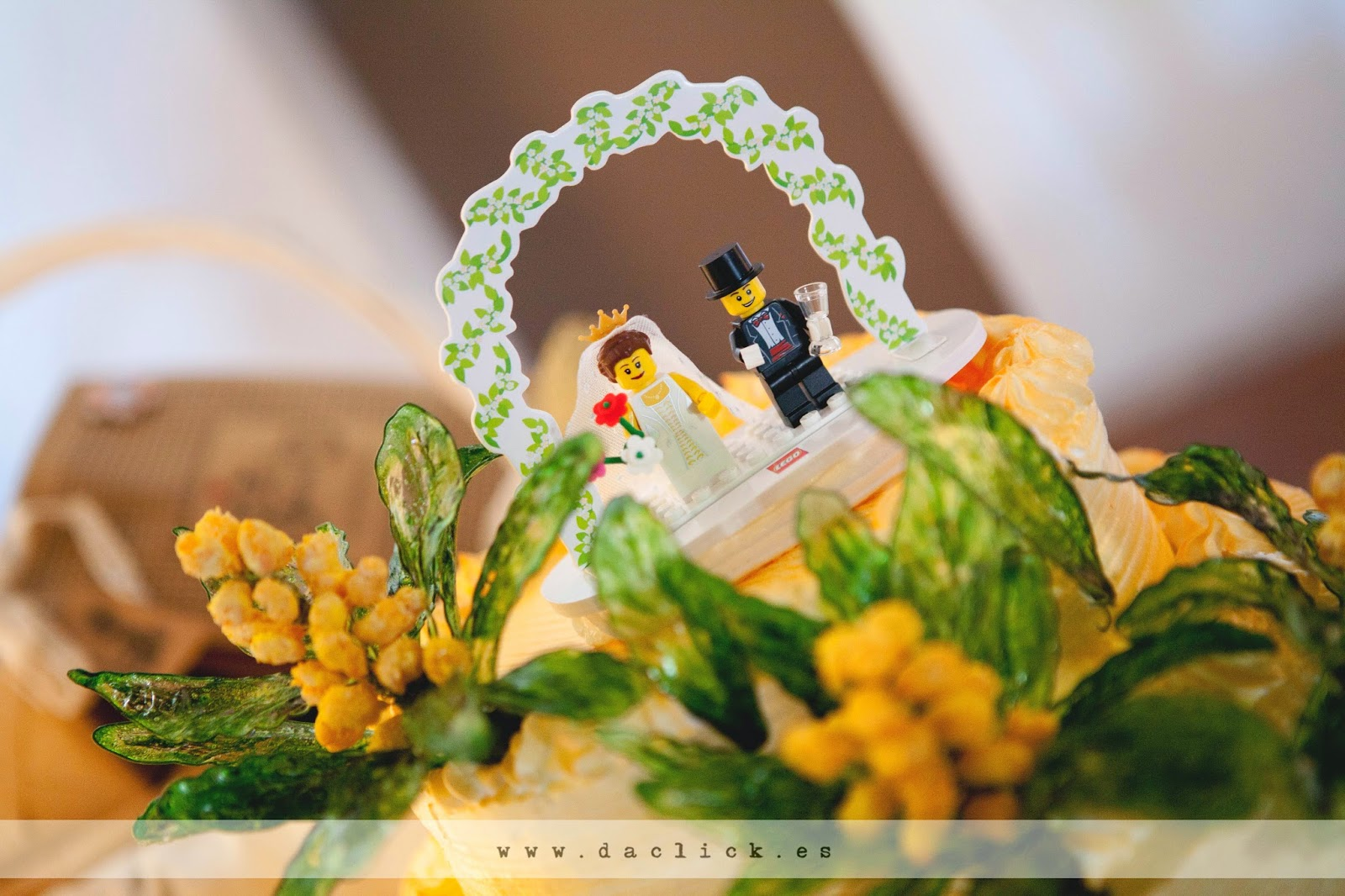 tarta nupcial pastel de boda con muñecos de novios arganboys lego