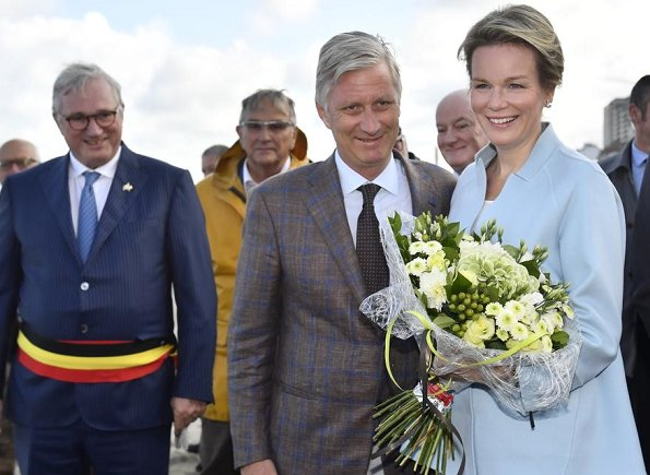 Queen Mathilde and King Philippe visited Orde van de Paardevisser in Oostduinkerke. Queen wore Dries Van Noten coat