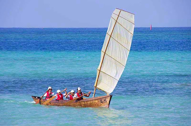 sailing sabani boat at sea